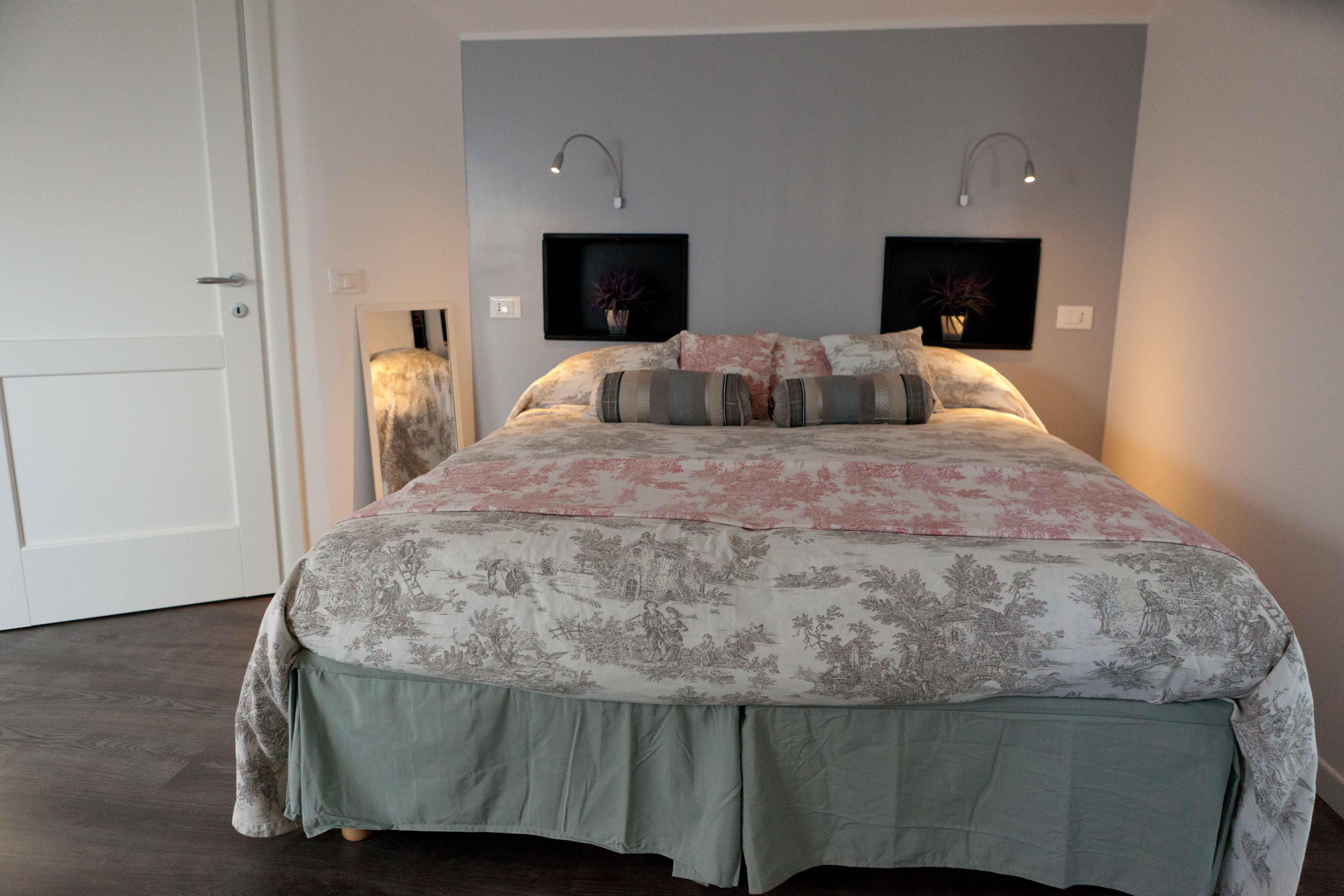 Elegant private ensuite bathroom – comfortable bed and deliciuos breakfast – Italian Riviera – il Borgo di Genova