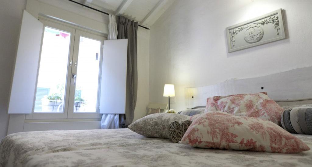 Elegant private ensuite bathroom – comfortable bed and deliciuos breakfast – Italian Riviera – il Borgo di Genova- copy
